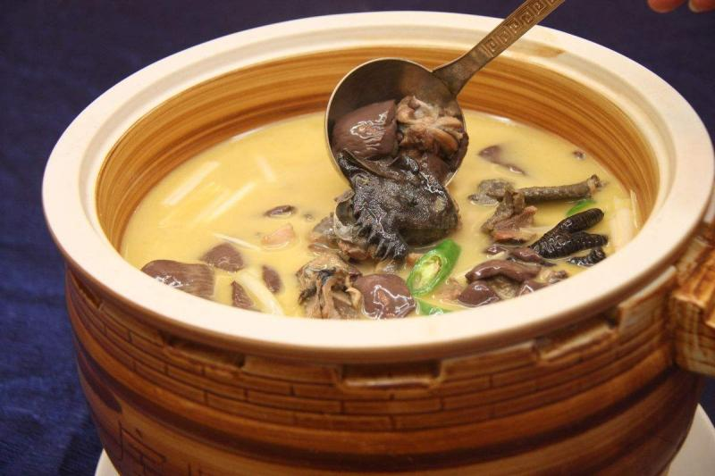 Guangzhou cuisine specialties old fire soup